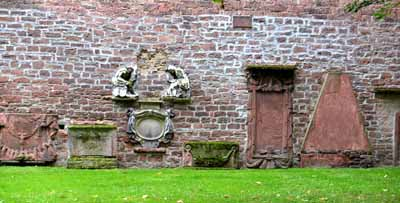Peterskirchhof nördliche Mauer