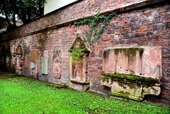 Peterskirchhof westlcihe Wand